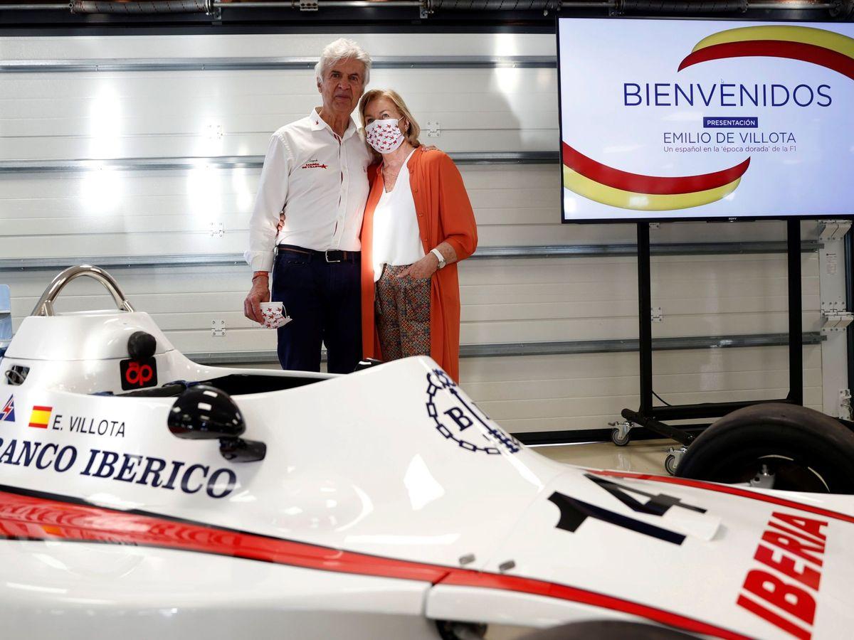 """Foto: El piloto español y su mujer Isabel en la reciente presentación del libro """"Emilio de villota, un español en la época dorada de la f1"""""""