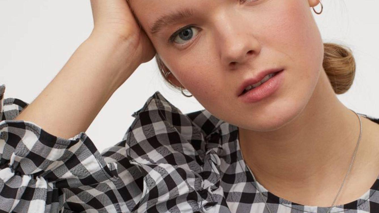 H&M vende la blusa con estampado vichy por la que van a suspirar las insiders francesas