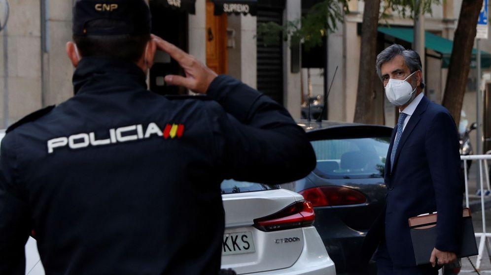 Foto: El presidente del Consejo General del Poder Judicial (CGPJ), Carlos Lesmes, a su llegada  a la sede del CGPJ. (EFE)