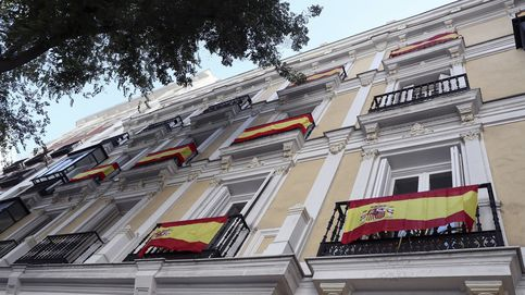 La 'España de los balcones' se relaja: la venta de banderas, en niveles normales