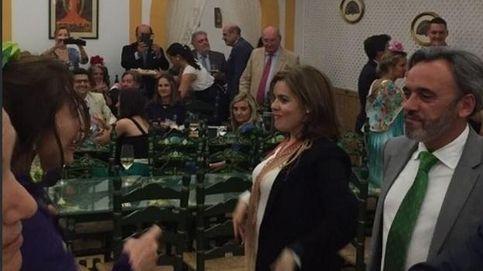 Soraya Sáenz de Santamaría se arranca por sevillanas en la Feria de Abril