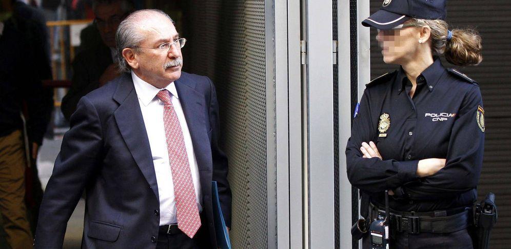 Foto: El expresidente de Sacyr, Luis del Rivero, sale de la Audiencia Nacional. (EFE)
