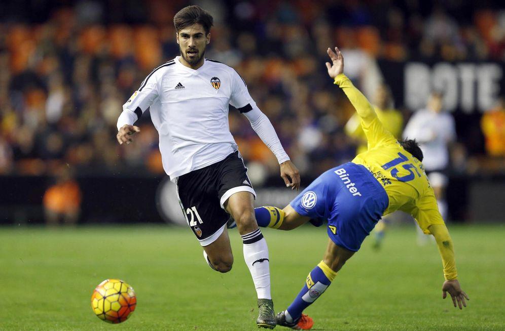 Foto: André Gomes, en un partido con el Valencia. (EFE)