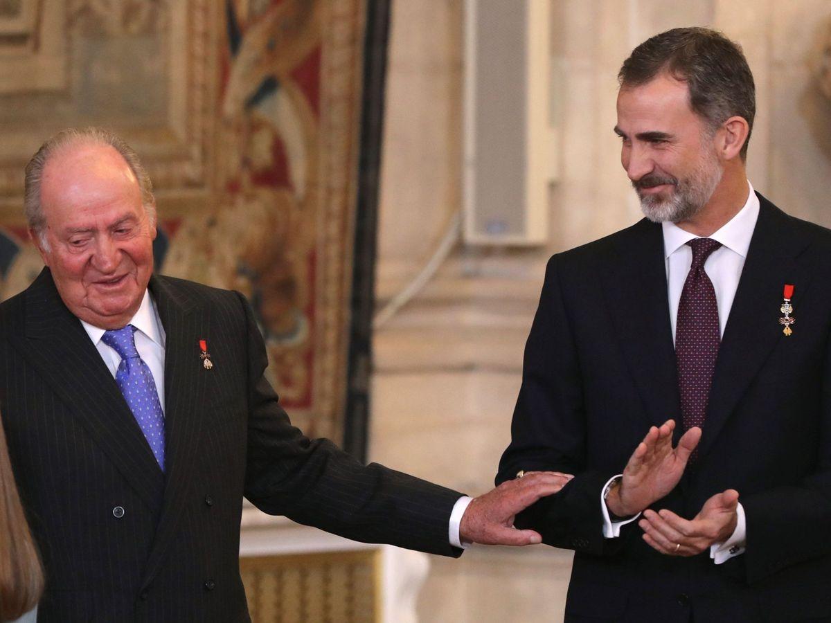 Foto: Felipe VI, junto a don Juan Carlos, en 2018 en el Palacio Real. (EFE)