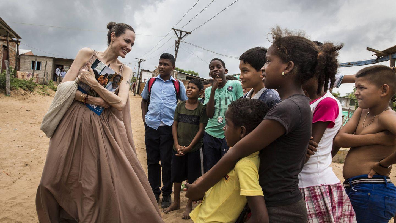 Jolie, en un viaje con ACNUR a Colombia el año pasado. (Getty)