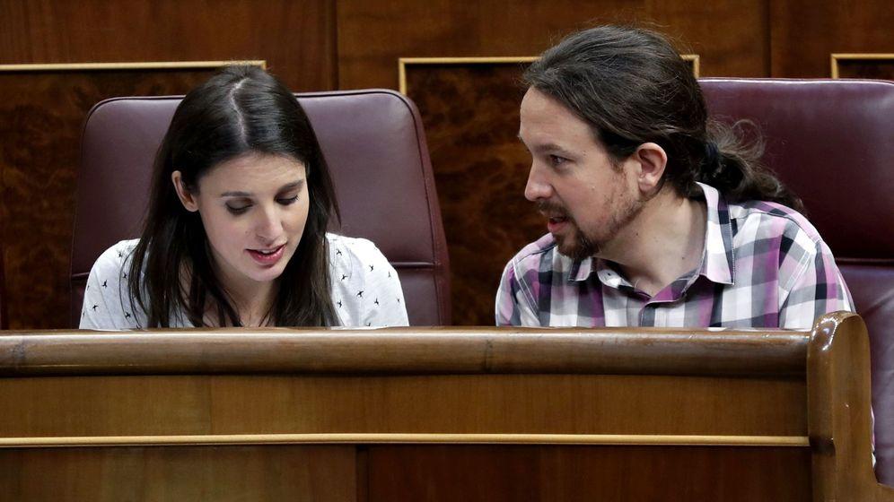 Foto: Pablo Iglesias e Irene Montero en el pleno del Congreso de los Diputados. (EFE)
