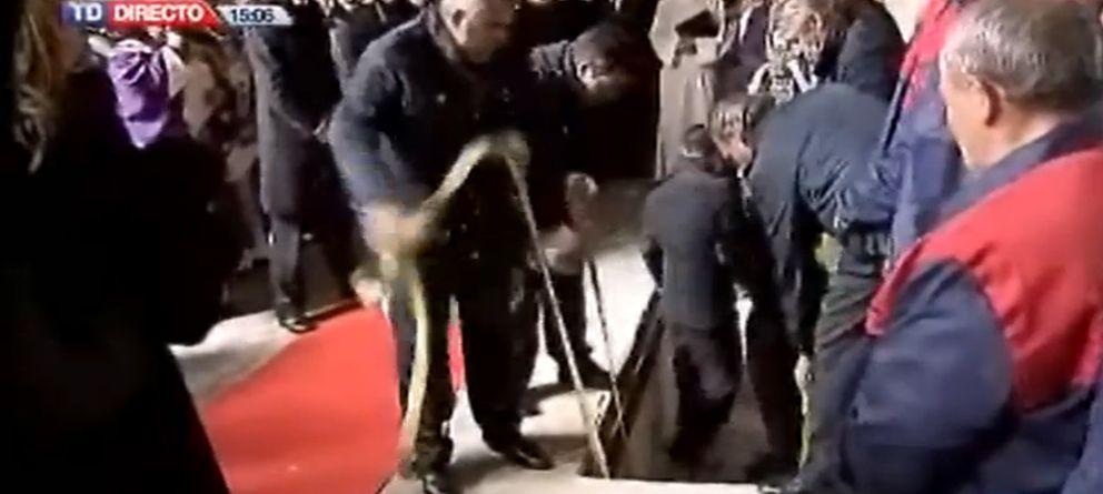 Foto: TVE enfurece a las privadas por el corte en la señal del entierro de Suárez