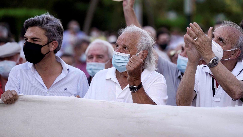 Manuel Benítez, encabezando la manifestación taurina. (EFE)