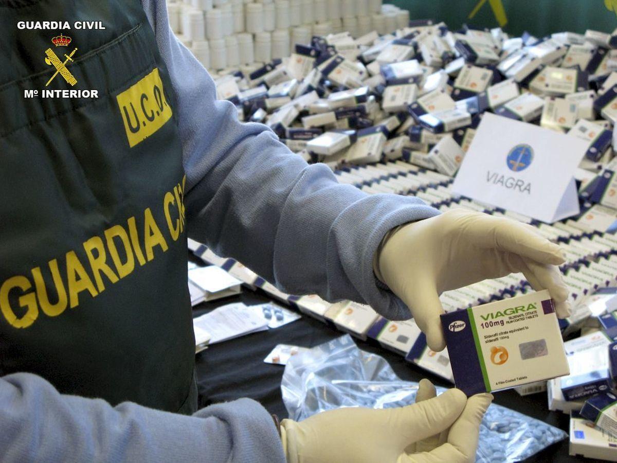 Foto: Incautación policial de un lote de 90.000 pastillas de Viagra falsa. (EFE)