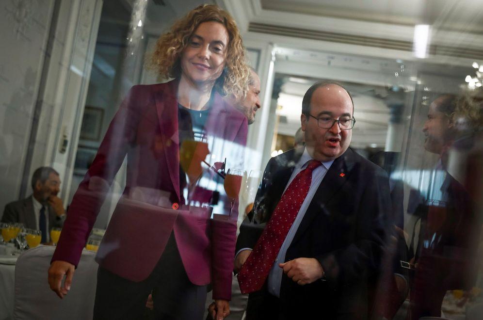 Foto: La ministra de Política Territorial, Meritxell Batet, y el líder del PSC, Miquel Iceta, este 27 de septiembre en el desayuno de Fórum Europa. (EFE)