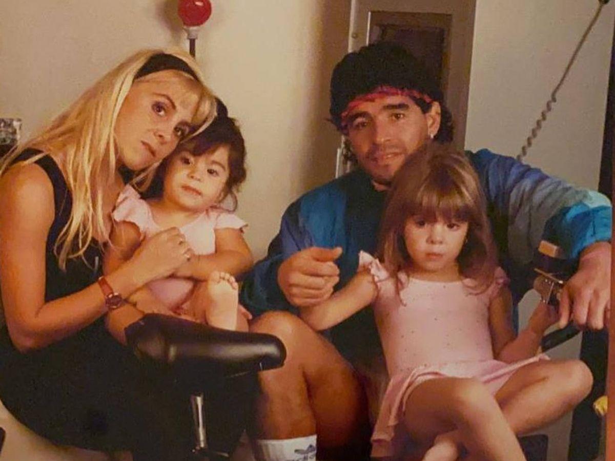 Foto: Maradona, junto a sus hijas Dalma y Gia. (Instagram @giamaradona)