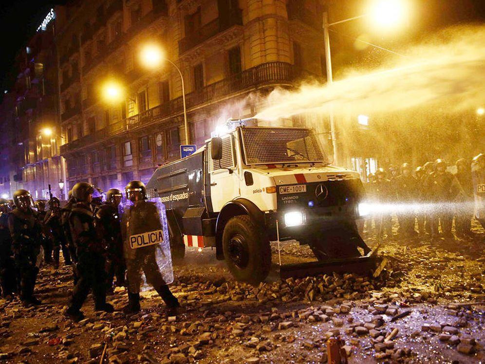 Foto: El camión recorre las calles de Barcelona. (EFE)