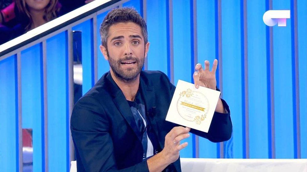 Foto: La broma de Roberto Leal a Carlos Right en 'OT 2018'. (TVE)