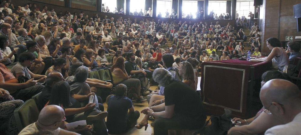 Foto: Imagen de una de las asambleas de Podemos en la Universidad Complutense de Madrid. (Efe/Kiko Huesca)