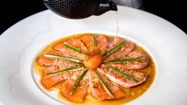 Plato de sashimi en Nobu Barcelona.