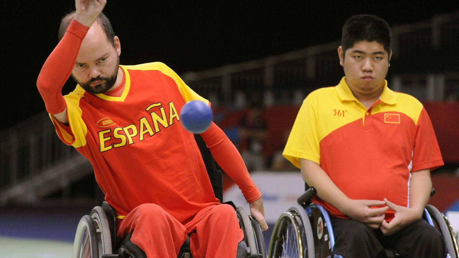 Juegos paral mpicos as es la boccia el deporte del pobrecito que est en una silla de ruedas - Deportes en silla de ruedas ...