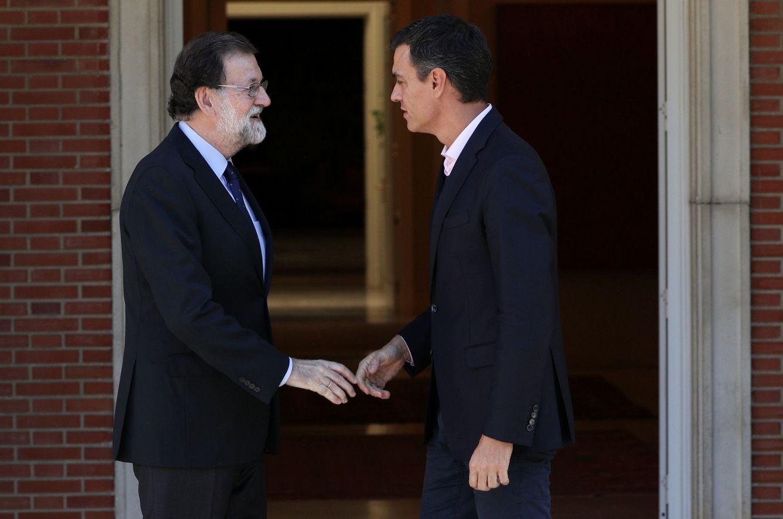 Foto: Mariano Rajoy recibe a Pedro Sánchez en la Moncloa, el pasado 2 de octubre. (Reuters)