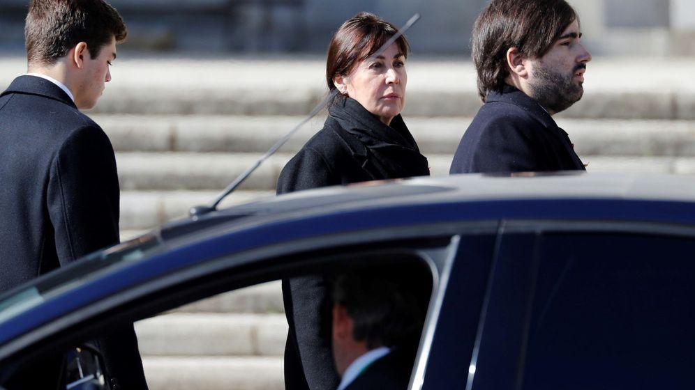 Foto: Álvaro Franco Guisasola, de perfil, con su tía Carmen Martínez-Bordiú detrás. (EFE)