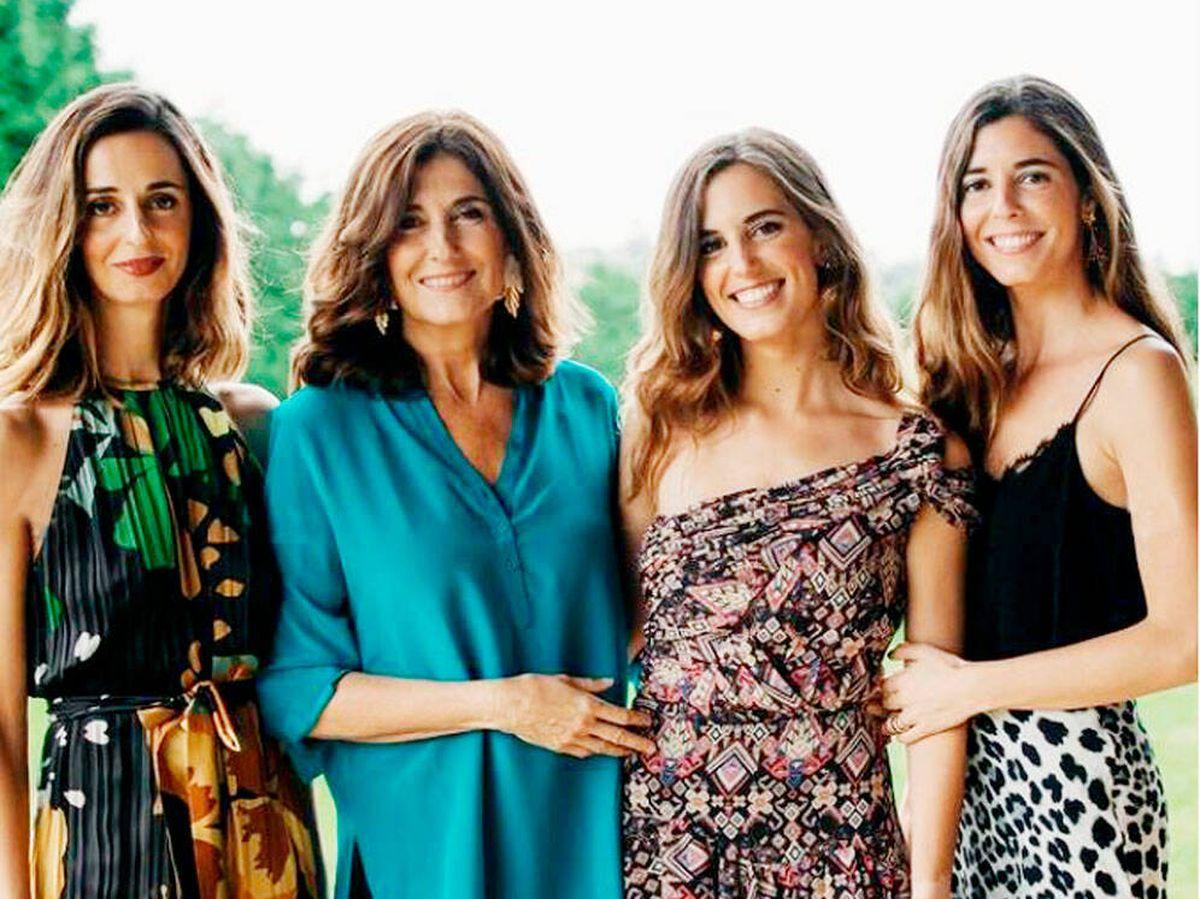 Foto: María Corsini, junto a sus hermanas, Belén y Mónica, y su madre. (Cortesía)