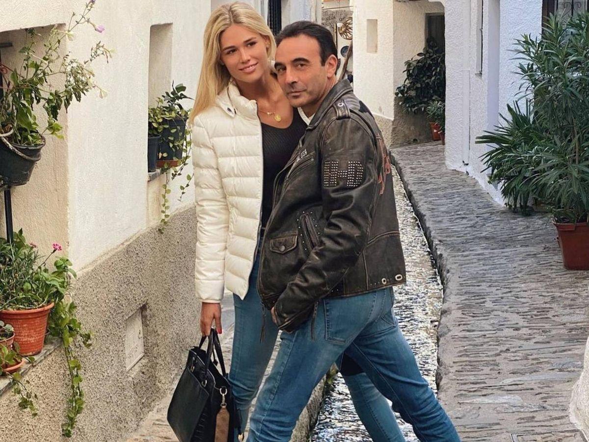 Foto: Enrique Ponce y Ana Soria, durante un paseo en pareja. (Instagram @enriqueponce)