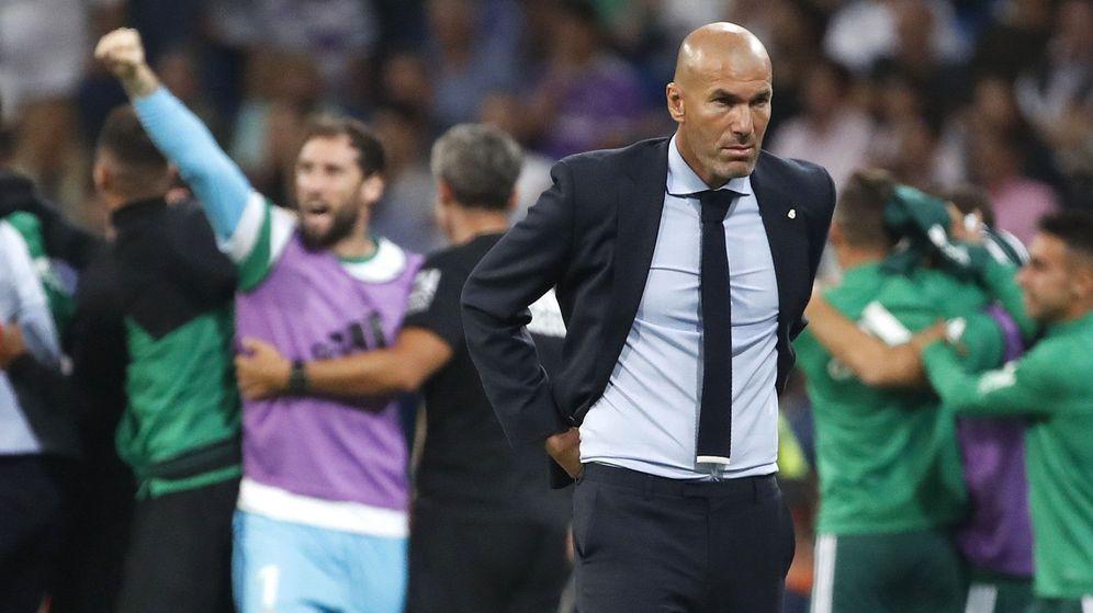 Foto: Un gol en el descuento le dio la victoria al Real Betis en su visita al Santiago Bernabéu. (EFE)