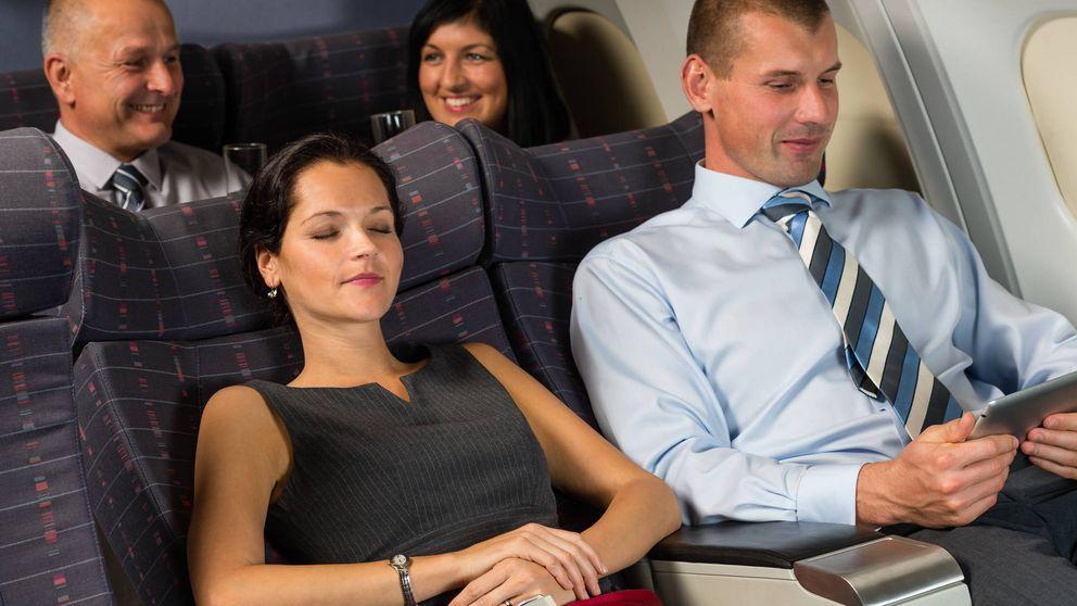 Metió mano a una mujer en un avión. Peor todavías fue su excusa