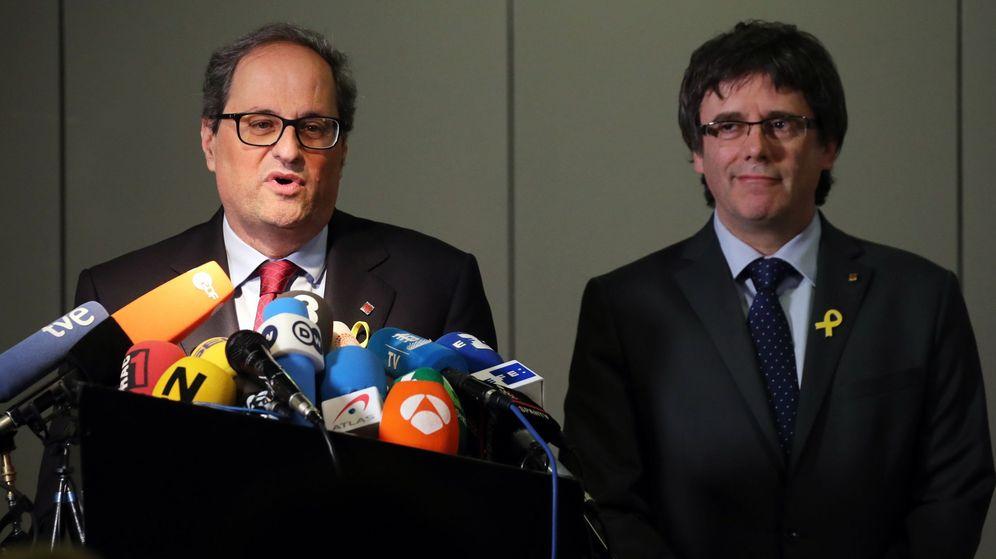 Foto: El residente de la Generalitat, Quim Torra, junto a Carles Puigdemont. (EFE)