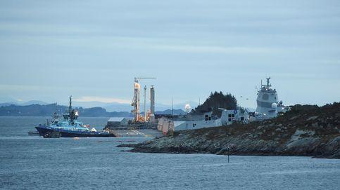 Un barco de guerra choca con un petrolero junto a un fiordo en Noruega