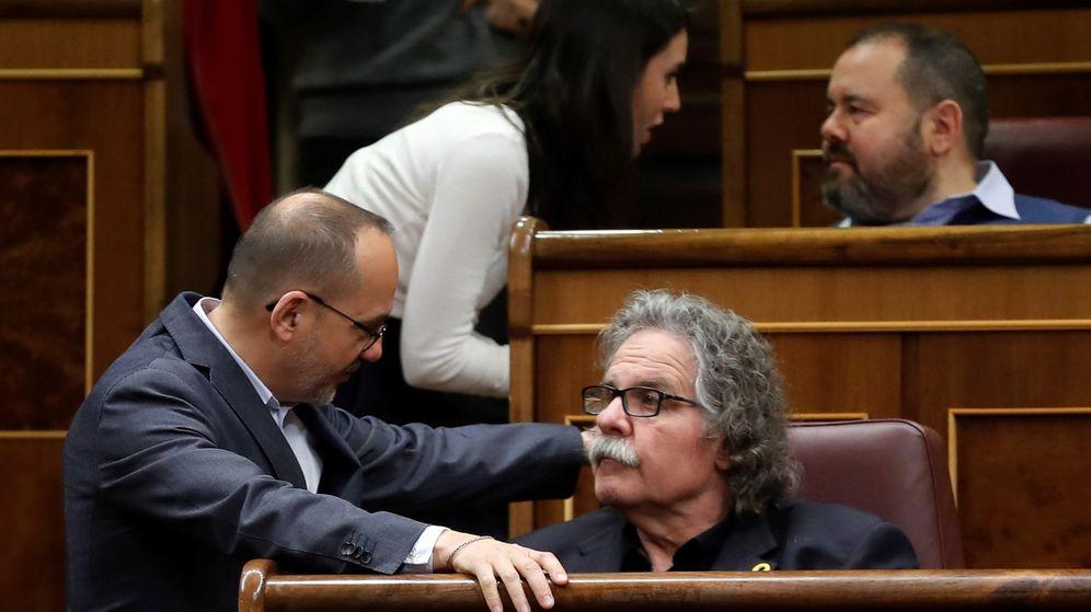 Foto: El portavoz de ERC en el Congreso, Joan Tardà (d), conversa con el portavoz del PDeCAT en el Congreso, Carles Campuzano (i). (EFE)