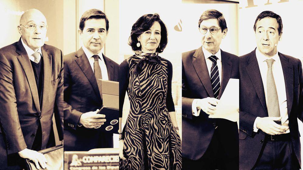 Foto: De izquierda a derecha, Josep Oliu (Sabadell), Carlos Torres (BBVA), Ana Botín (Santander), José Ignacio Goirigolzarri (Bankia) y Gonzalo Gortazar (CaixaBank). (EC-EFE)