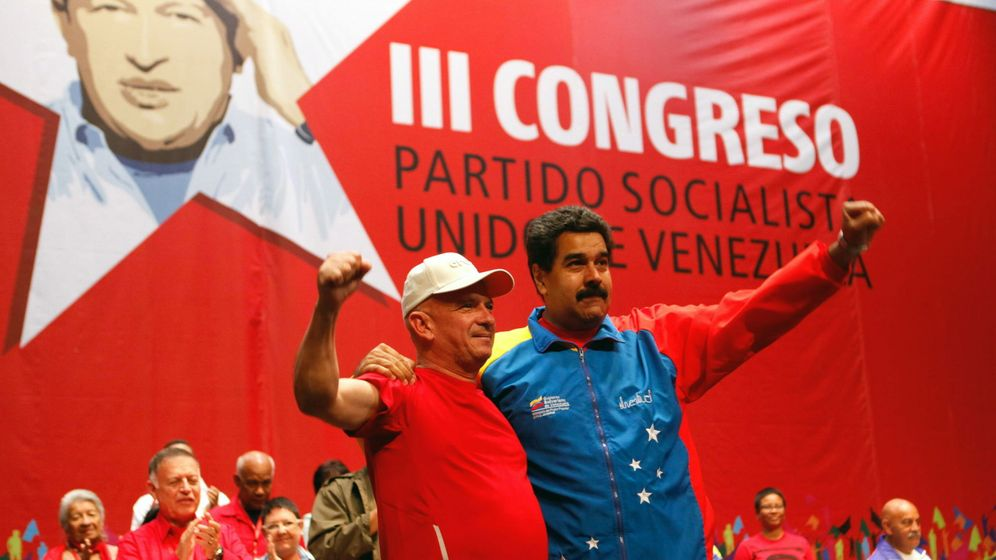 Foto: Hugo Carvajal, jefe de la Inteligencia militar chavista, en un acto homenaje junto a Nicolás Maduro en Caracas.(EFE)