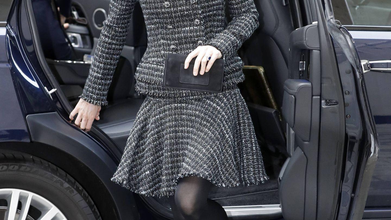 Detalle de la cartera de Kate Middleton. (Getty)