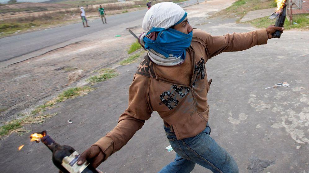 Foto: La guardia nacional bolivariana monta guardia en la frontera entre Brasil y Venezuela. (EFE)