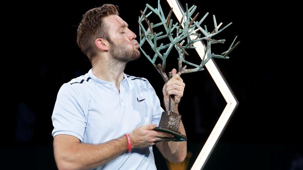 Foto: Jack Sock besa el título del Masters 1000 de París. (Reuters)