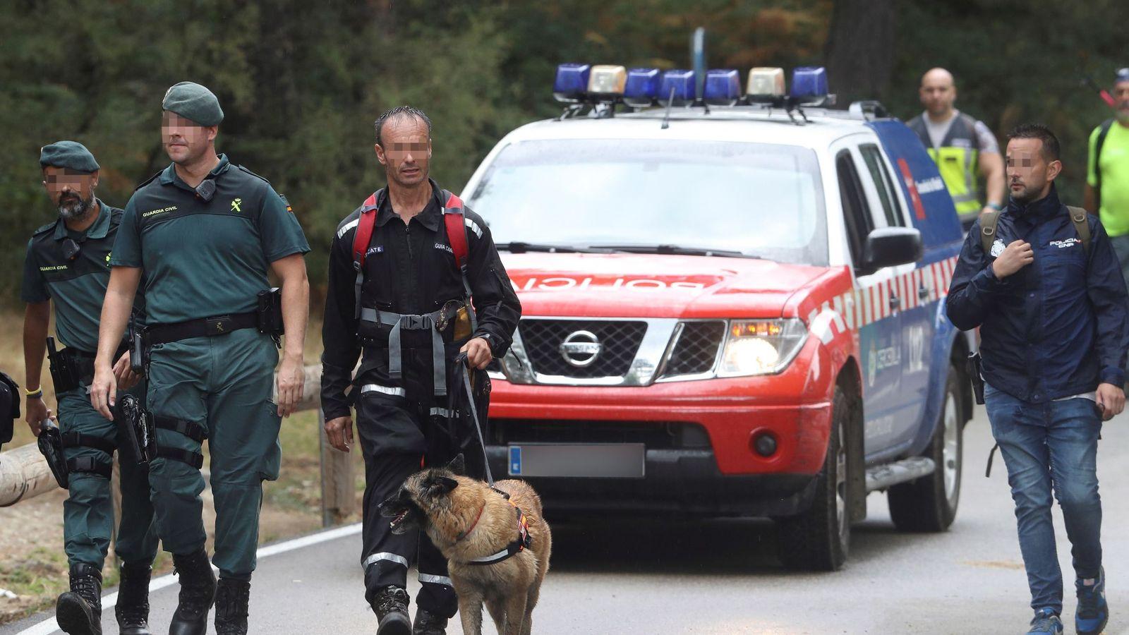 Foto: La Guardia Civil y voluntarios, durante el dispositivo de búsqueda de Blanca Fernández Ochoa. (EFE)