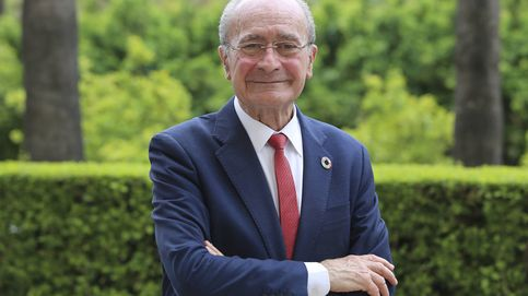 El alcalde de Málaga da ejemplo: se confina en su casa con teléfonos y ordenador