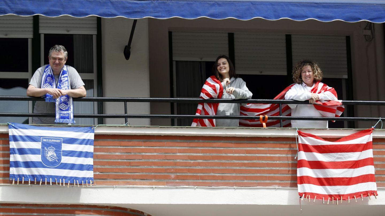 La final de la Copa del Rey, aplazada sin fecha fija, se 'jugó' en los balcones de Bizkaia y Gipuzkoa (EFE)