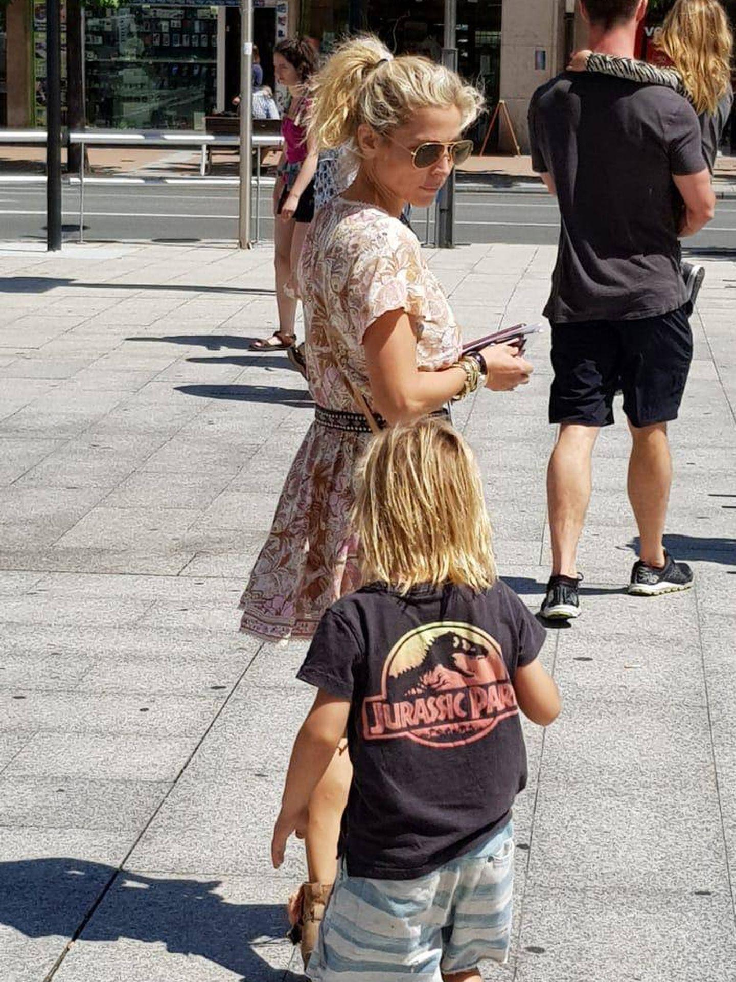 Pataky y su hijo durante sus vacaciones. (VA)