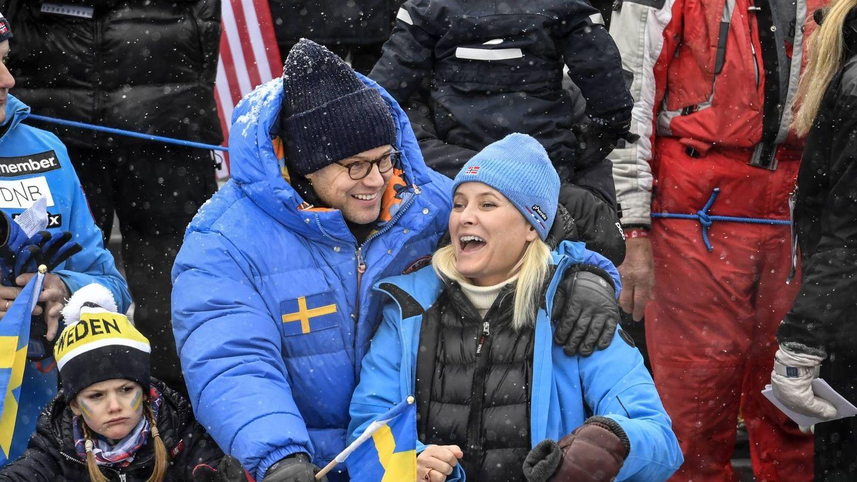 Mette-Marit y Daniel Westling durante los campeonatos de esquí alpino en Suecia. (Cordon Press)