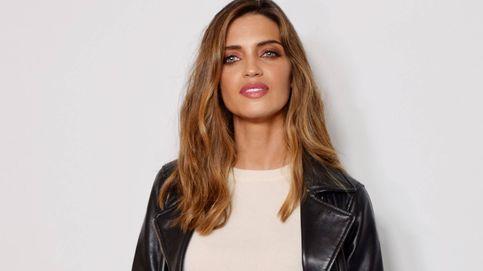 Los secretos del look black&white de Sara Carbonero que querrás copiar