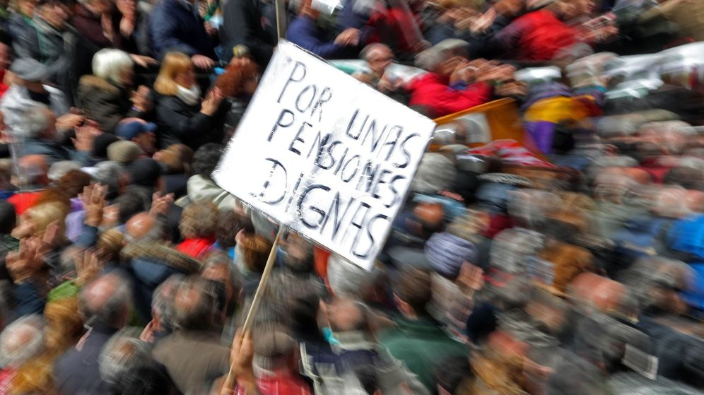 Foto: Manifestación convocada en Madrid en defensa de las pensiones. (EFE)