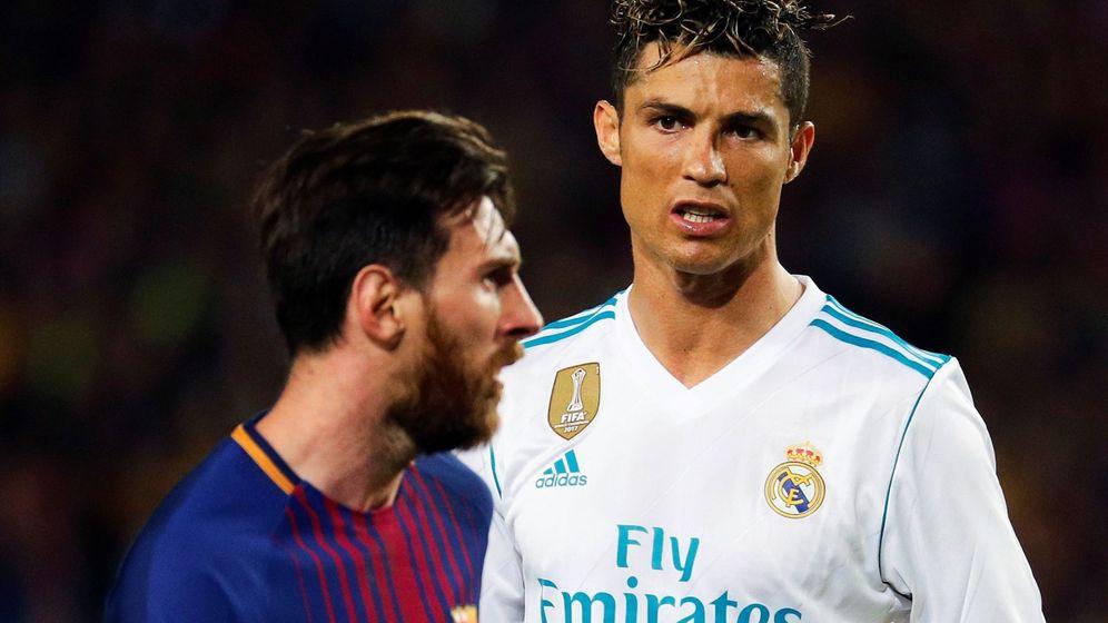 Foto: Messi y Cristiano Ronaldo durante su etapa en un Clásico entre el Barcelona y el Real Madrid. (Efe)