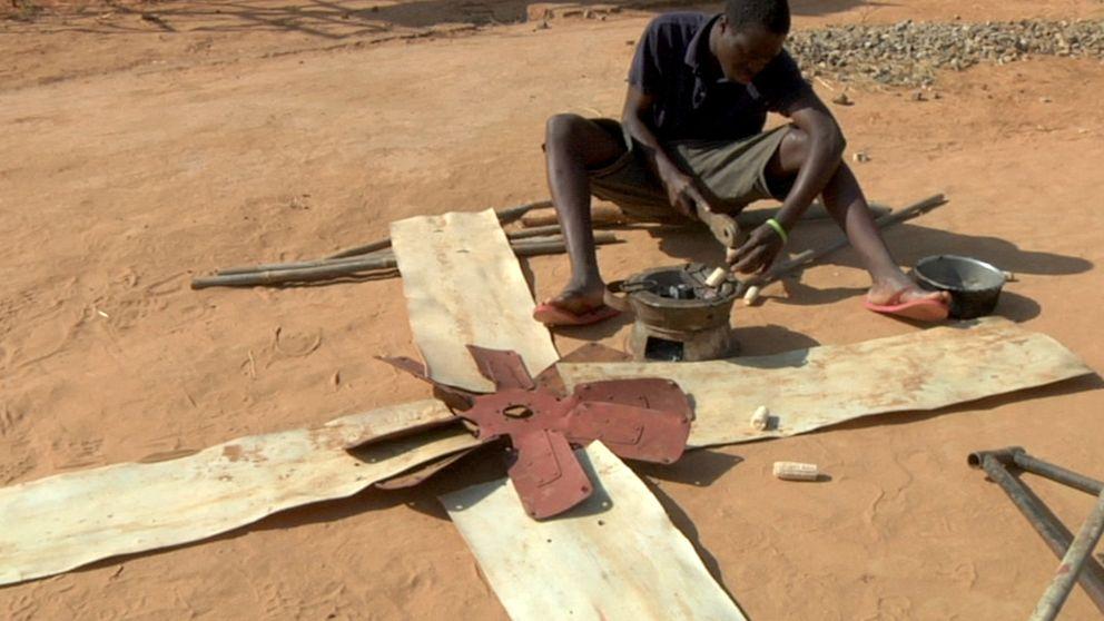El emprendedor africano que salvó a su pueblo con molinos de viento