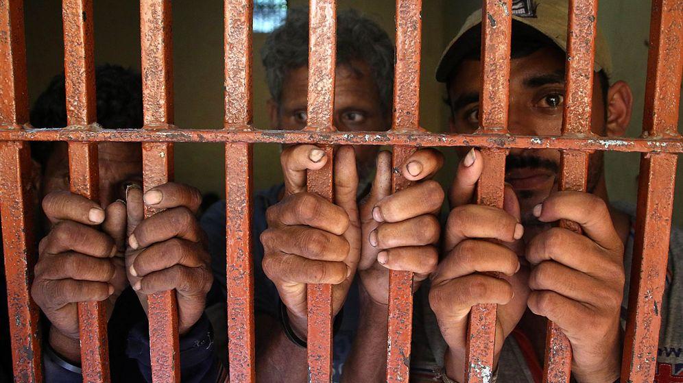 Foto: PImagen de archivo de dos hombres en una celda. (EFE)