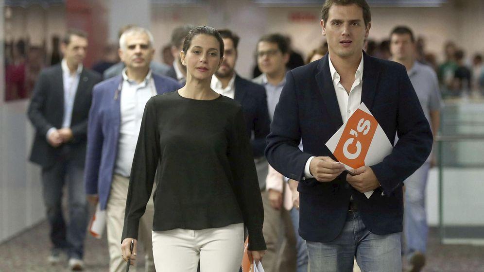 Foto: La candidata de Ciudadanos a la Presidencia de la Generalitat, Inés Arrimadas, y el presidente del partido, Albert Rivera. (EFE)