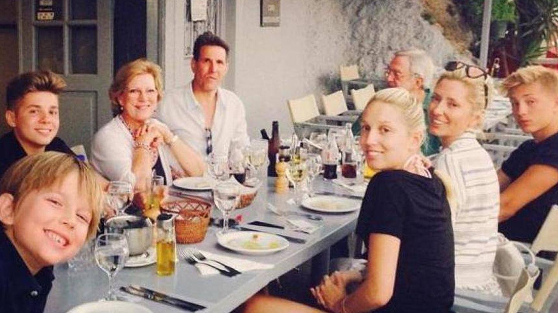 Marie-Chantal con sus hijos, su marido y sus suegros.