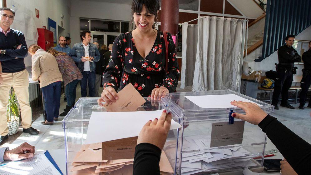 Foto: La líder de Podemos en Andalucía, Teresa Rodríguez, ejerce su derecho al voto para las elecciones generales del 28-A. (EFE)