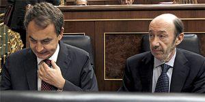 Foto: Rubalcaba se hace con todo el poder tras imponerse a un Zapatero contra las cuerdas