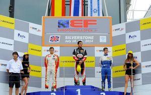 Álex Palou no suelta el pie del acelerador y consigue otro podio