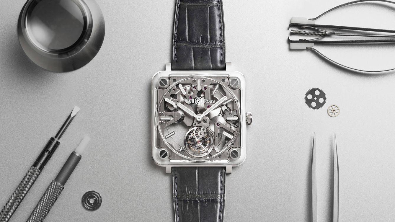 """Foto: Caja y movimiento convertidos en uno solo. Esa fue la idea que Bell & Ross puso sobre el tapete relojero hace un año con la segunda generación de su colección """"Experimental"""" representada en el BR X2."""